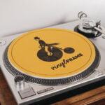 VinylFrame gele slipmat gemaakt door Hannah Bruijnzeel