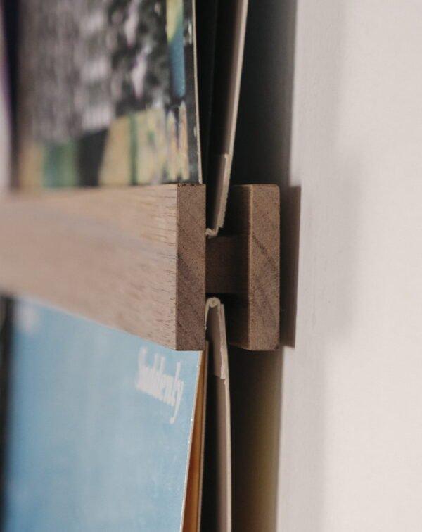 Vinyl Frame Walnut closeup zijkant gemaakt door Hannah Bruijnzeel