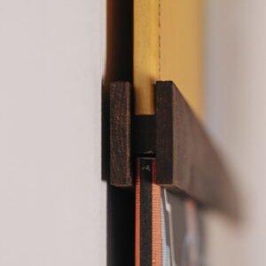 Vinyl Frame Walnut closeup gelakt zijkant