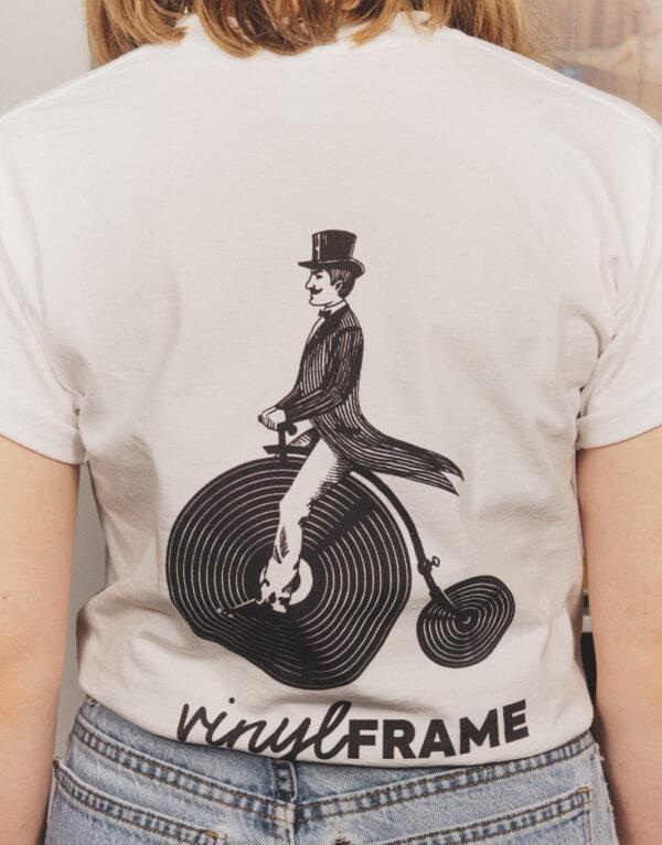 Het witte VinylFrame t-shirt achterkant